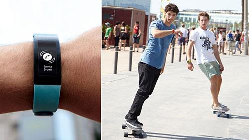 Passer et recevoir des appels téléphoniques avec le bracelet connecté Sony SmartBand Talk SWR30